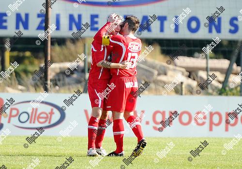 2011-10-16 / Seizoen 2011-2012 / Voetbal / VC Herentals - SKS Herentals / Vreugde bij de spelers van VC Herentals.na het eerste doelpunt van de wedstrijd..Foto: mpics