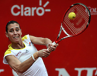 BOGOTA - COLOMBIA - FEBRERO 21-02-2013: Flavia Penneta de Italia, devuelve la bola a Lara Arruabarrena de España, durante partido por la Copa de Tenis WTA Bogotá, febrero 19 de 2013. (Foto: VizzorImage / Luis Ramírez / Staff).  Flavia Penneta from Italy returns the ball to Lara Arruabarrena from Spain,during a match for the WTA Bogota Tennis Cup, on February 19, 2013, in Bogota, Colombia. (Photo: VizzorImage / Luis Ramirez / Staff) ........