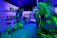 Argentina, Patagonia, El Calafate: Interior of Glacier Bar Branca | Argentinien, Patagonien, El Calafate: Eisbar Bar Branca