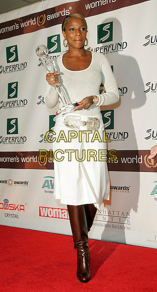 MARY J. BLIGE.The 2006 Women's World Awards - Press Room held at the Hammerstein Ballroom, New York City, New York, USA, 14th October 2006..full length holding award trophy white skirt top brown boots.Ref: ADM/JL.www.capitalpictures.com.sales@capitalpictures.com.©Jackson Lee/AdMedia/Capital Pictures.