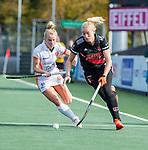 AMSTELVEEN - Ilse Kappelle (Adam) met Lisa Scheerlinck (OR)  tijdens de hoofdklasse hockeywedstrijd dames,  Amsterdam-Oranje Rood (2-2) .   COPYRIGHT KOEN SUYK