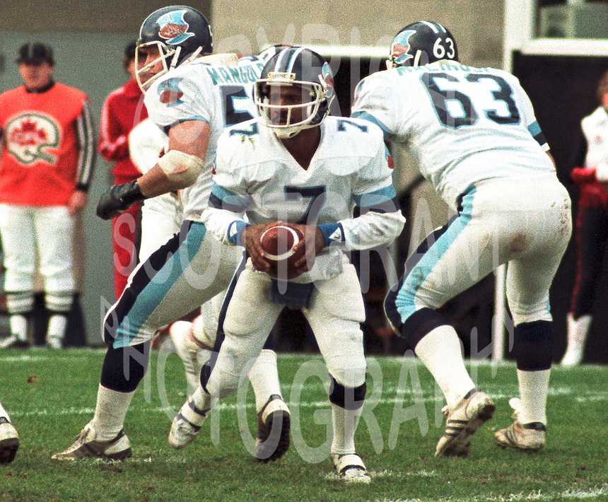 Condredge Holloway Toronto Argonauts Quarterback 1983. Copyright photograph Scott Grant