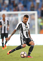 Calcio, Serie A: Lazio vs Juventus. Roma, stadio Olimpico, 27 agosto 2016.<br /> Juventus&rsquo; Dani Alves in action during the Serie A soccer match between Lazio and Juventus, at Rome's Olympic stadium, 27 August 2016. Juventus won 1-0.<br /> UPDATE IMAGES PRESS/Isabella Bonotto