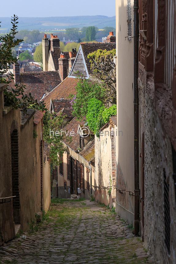 France, Yonne (89), Joigny, la ruelle Haute Saint-Jean // France, Yonne, Joigny, Haute Saint Jean street