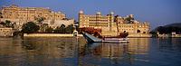 Asie/Inde/Rajasthan/Udaipur : Le City Palace palais du roi d'Udaipur et lac Pichola