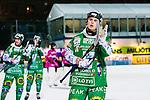 Stockholm 2013-11-26 Bandy Elitserien Hammarby IF - Edsbyns IF :  <br /> Hammarby Adam Gilljam tackar publiken efter matchen<br /> (Foto: Kenta J&ouml;nsson) Nyckelord:  jubel gl&auml;dje lycka glad happy