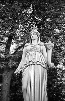 Potsdam, parco di Sanssouci. Statua --- Potsdam, Sanssouci Park. Statue