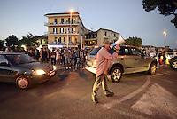 Roma 17 Settembre 2013<br /> Piazza Cesare De Cupis<br /> Il Sindaco di Roma Ignazio Marino visita il quartiereTor Sapienza.<br /> Nella foto occupanti di casa e abitanti di recindence contestano la sua politica e chiedono un incontro