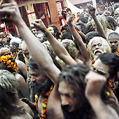 Haridwar 11-13.02.2010 India..The Maha (Great) Kumbh Mela in Haridwar. Pilgrims and Sadhus in great number from around India visit here to bath at the banks of the river Ganges. They belive that a holy dip in sacred river during Maha Kumbh takes human out of the circle of life and death. Sadhus..photo Maciej Jeziorek/Napoimages..Haridwar 12.02.2010 Indie.Kumbh Mela ( Swieto Dzbana ). Pielgrzymi i Sadhu ( Swieci - hinduscy wedrowni asceci) przybywaja tu zanurzyc sie w Gangesie. Wierza oni, ze pozwoli im to wyrwac sie z cyklu narodzin i smierci..fot. Maciej Jeziorek/Napoimages.
