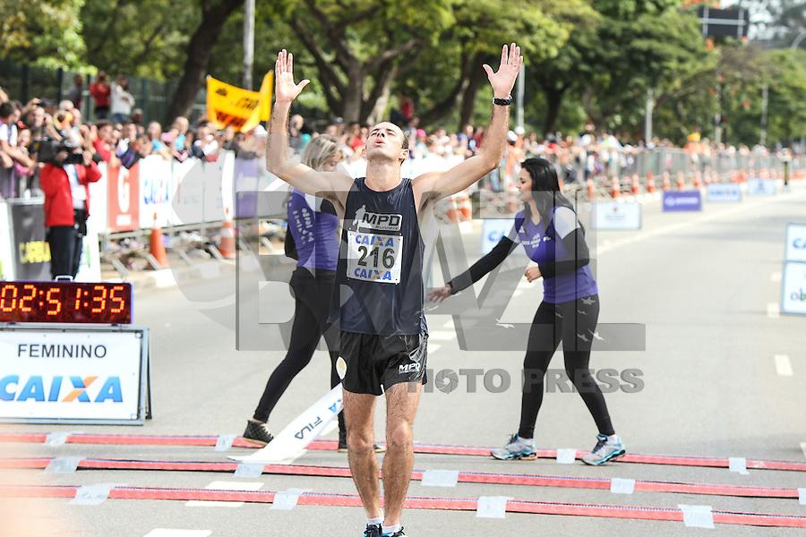 SÃO PAULO, SP, 17.05.2015 - MARATONA-SP Vagner da Silva Noronha segundo colocado da prova masculina na XXI Maratona Internacional de São Paulo, na manhã deste domingo dia 17, com largada iniciada no Obelisco do Parque do Ibirapuera.(Foto Amauri Nehn/Brazil Photo Press)