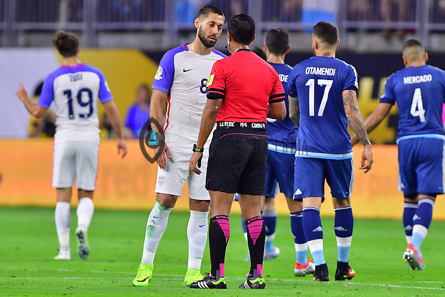 United States forward Clint Dempsey (8) is admonished by the referee after a foul during Copa America Centenario semifinal match, Tuesday, June 21, 2016 in Houston, Tex. Argentina less 2-0 at the halftime. (TFV Media via AP) *Mandatory Credit*