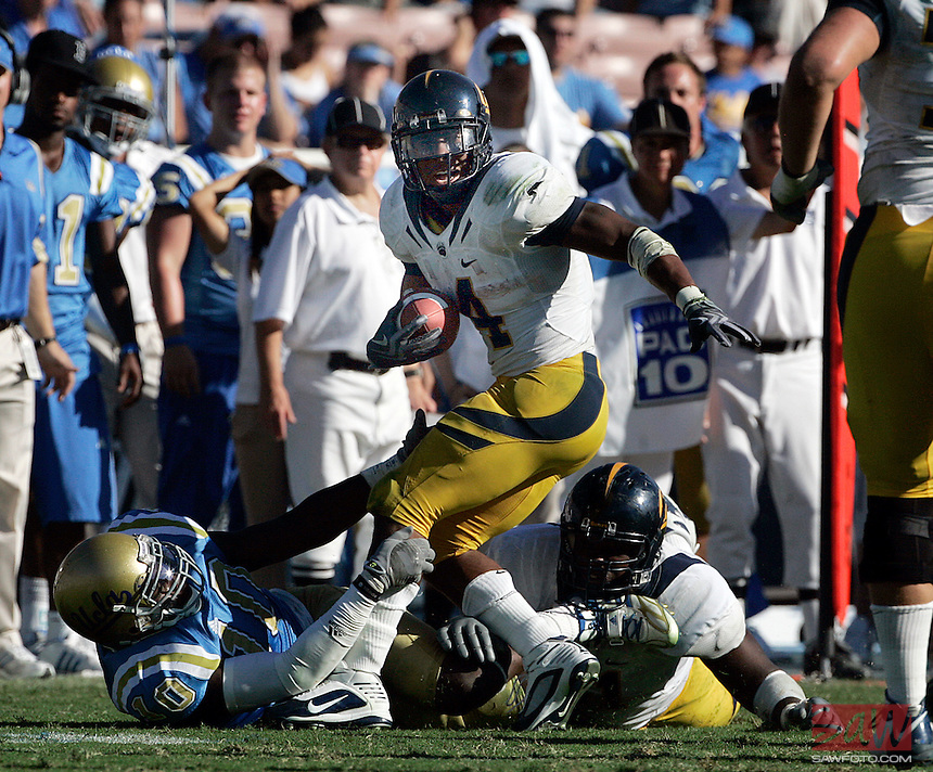 LOS ANGELES,CA - OCTOBER 9,2009: Cal's Jahvid Best tries to shake off UCLA's Gavin Ketchum during 3rd quarter action. UCLA Bruins vs. California Golden Bears, in an NCAA Pac 10 football game at the Rose Bowl, Sat. Oct 17, 2009. Cal won 45-26..(Photo: Spencer Weiner/Los Angeles Times)
