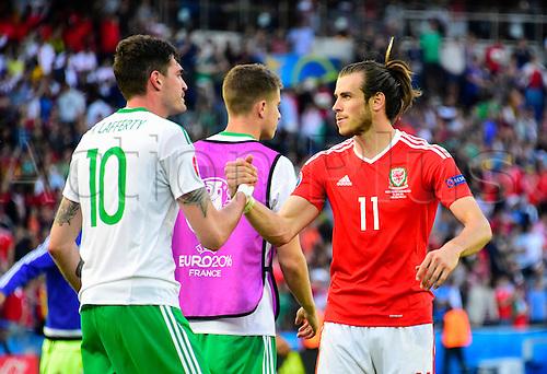 25.06.2016. Parc des Princes, Paris, France. UEFA European Football Championships. Last 16 round, Wales versus Northern Ireland.  Gareth Bale (wal) shakes hands with Kyle Lafferty (NIrl)