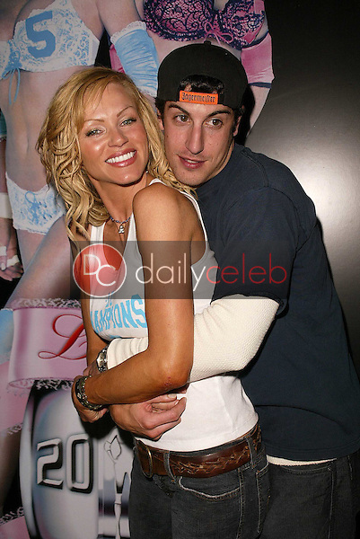 Nikki Ziering and Jason Biggs