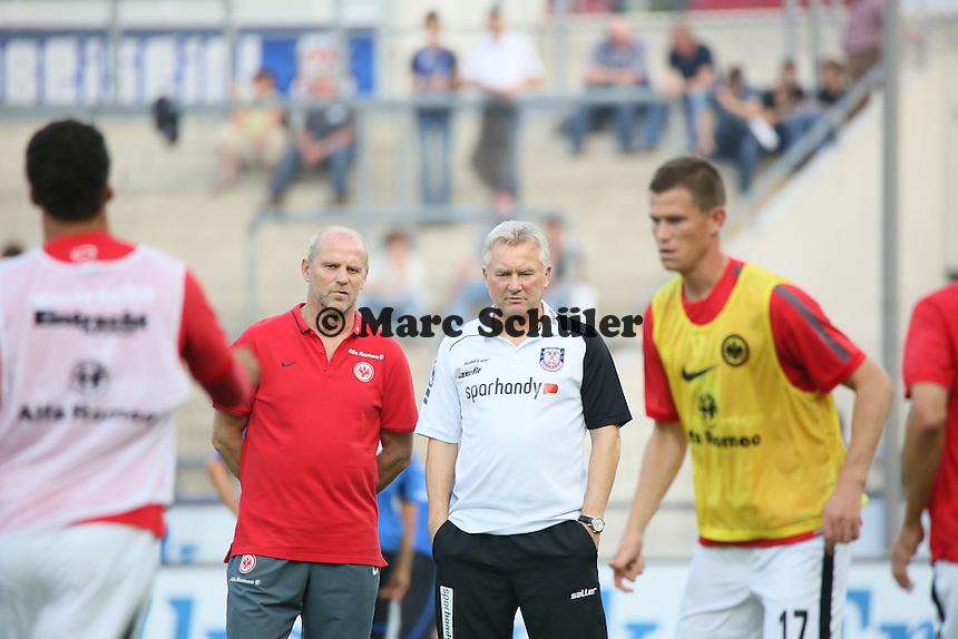 Die beiden befreundeten Trainer Thomas Schaaf (Eintracht) und Benno Möhlmann (FSV) - FSV Frankfurt vs. Eintracht Frankfurt, Frankfurter Volksbank Stadion
