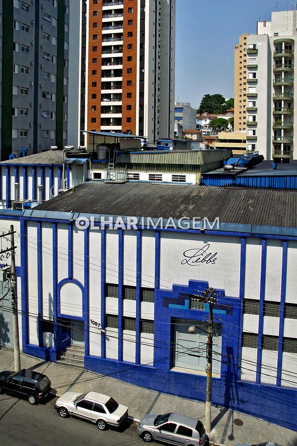 Indústria em area residencial. Perdizes. São Paulo. 2007. Foto de Juca Martins.