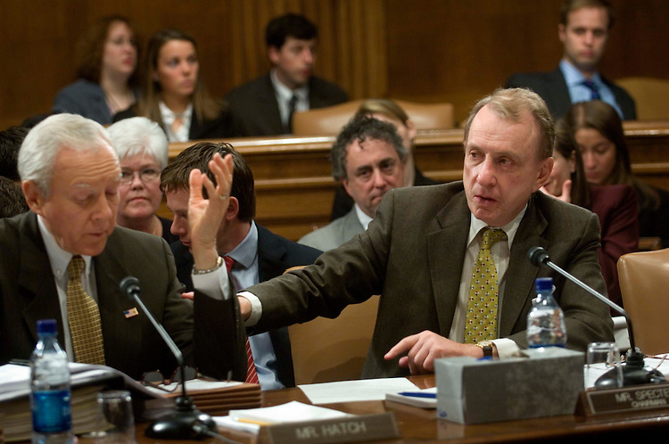 03/09/06.SENATE JUDICIARY/IMMIGRATION REFORM--Sen. Orrin G. Hatch, R-Utah, and Chairman Arlen Specter, R-Pa., during the markup of immigration reform legislation..CONGRESSIONAL QUARTERLY PHOTO BY SCOTT J. FERRELL