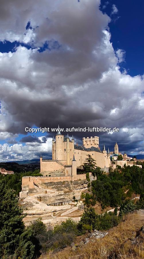 Segovia Alcazar und Kathedrale: SPANIEN, KASTILIEN LEON, SEGOVIA, 27.07.2019: Segovia Alcazar und Kathedrale