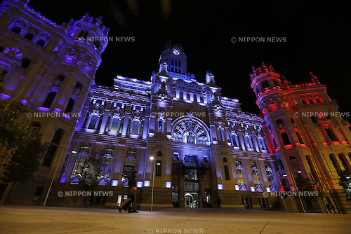 Madrid city hall is seen illuminated in the colors of French national flag in solidarity with France after the deadly attacks in Paris, in Madrid, Spain, NOVEMBER 15, 2015. (Photo by Mutsu Kawamori/AFLO) [3604]