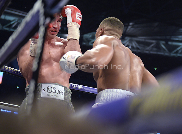 Wladimir Klitschko (Ukraine, L) in action with <br />