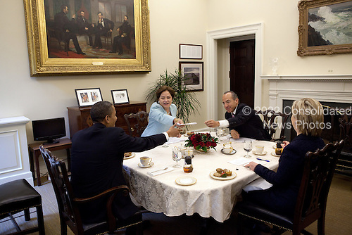 United States President Barack Obama, U.S. Secretary of State Hillary Rodham Clinton, President Felipe Calderón of Mexico, and Foreign Secretary Patricia Espinosa of Mexico, hold a bilateral meeting in the Private Dining Room of the White House, Wednesday, May 19, 2010. .Mandatory Credit: Pete Souza - White House via CNP