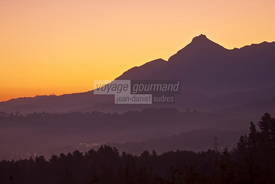 Europe/Espagne/Pays Basque/Guipuscoa/Goierri/Zerain: Le mont Txindoki au couchant