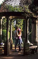 Europe/Italie/Côte Amalfitaine/Campagnie/Ravello : Kiosque des jardins de la villa Cimbrone (érigée au début du XIX° par Lord William Bechett)