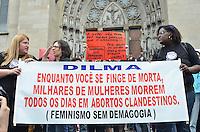 SAO PAULO, 15 DE JUNHO DE 2013 - PROTESTO ABORTO - Centenas de mulheres fizeram passeata do Teatro Municipal até a Praça da Sé, no centro da capital, contra o Estatuto do Nascituro e pela legalização do aborto, na manhã deste sábado, 15. (FOTO: ALEXANDRE MOREIRA / BRAZIL PHOTO PRESS)