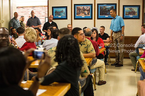 United States President Barack Obama greets military personnel eating Christmas dinner at Anderson Hall at Marine Corps Base Hawaii on December 25, 2012 in Kaneohe Bay, Hawaii. .Credit: Kent Nishimura / Pool via CNP