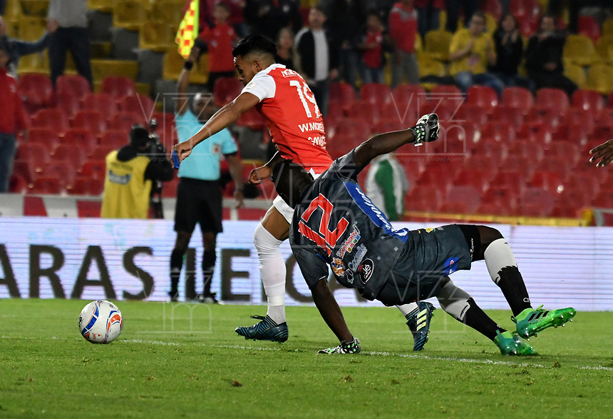 BOGOTA - COLOMBIA - 17 - 03 - 2018: Wilson Morelo (Izq.) jugador de Independiente Santa Fe, disputa el balón con Geovanni Banguera (Der.) guardameta de Atletico Huila, durante partido de la fecha 9 entre Independiente Santa Fe y Atletico Huila, por la Liga Aguila I 2018, en el estadio Nemesio Camacho El Campin de la ciudad de Bogota. / Wilson Morelo (L) player of Independiente Santa Fe struggles for the ball with Geovanni Banguera (R) goalkeeper of Atletico Huila, during a match of the 9th date between Independiente Santa Fe and Atletico Huila, for the Liga Aguila I 2018 at the Nemesio Camacho El Campin Stadium in Bogota city, Photo: VizzorImage / Luis Ramirez / Staff.
