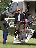 Washington, D.C. - August 30, 2009 -- United States President Barack Obama salutes the Marine Guard as he and his family return to the White House aboard Marine 1 after a week's vacation in Martha's Vineyard in Massachusetts on Sunday, August 30, 2009..Credit: Ron Sachs / Pool via CNP