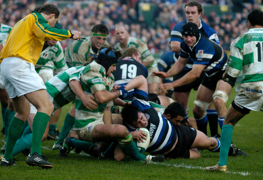 Photo: Richard Lane..Bath Rugby v Benetton Treviso. Heineken Cup. 11/12/2004..Duncan Bell crashes over for a try.