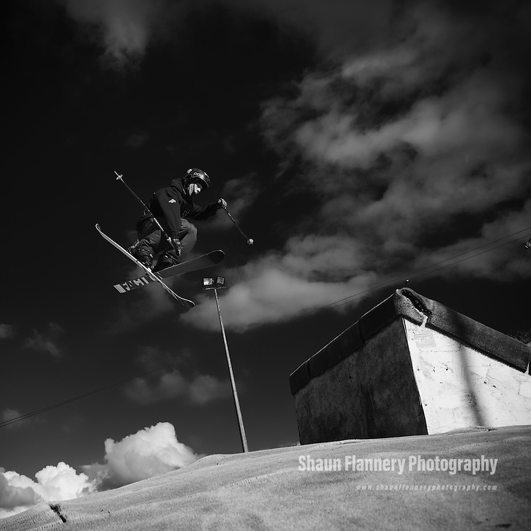 Pix: Shaun Flannery/shaunflanneryphotography.com<br /> <br /> COPYRIGHT PICTURE>>SHAUN FLANNERY>01302-570814>>07778315553>><br /> <br /> 9th October 2016<br /> Snowsports England coaching at Halifax Ski and Snowboard Centre<br /> <br /> Mason Flannery