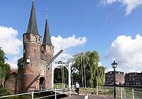 Nederland Delft - Augustus 2018. De Oostpoort is de enig overgebleven stadspoort van de stad Delft. De poort werd rond 1400 gebouwd. De torens werden in de 16e eeuw verhoogd. De Oostpoort bestaat uit een landpoort en een waterpoort die met elkaar zijn verbonden door resten van een stadsmuur. Foto Berlinda van Dam / Hollandse Hoogte