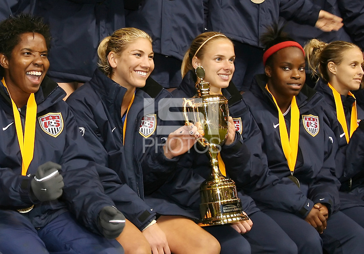 USA team members with the trophy. USA captured the 2006 Gold Cup at Home Depot stadium in Carson, California on November 26 2006 thanks to a penalty kick call by the referee with only seconds remaining in the last period of overtime. With the penalty kick score USA beat Canada 2-1.