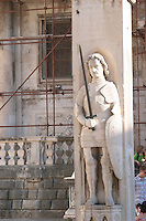 The Roland statue on the knight Orlando (Orlandov, Roland) column with his sword Durandal and armour on the Luza Lodge Loggia Square Dubrovnik, old city. Dalmatian Coast, Croatia, Europe.