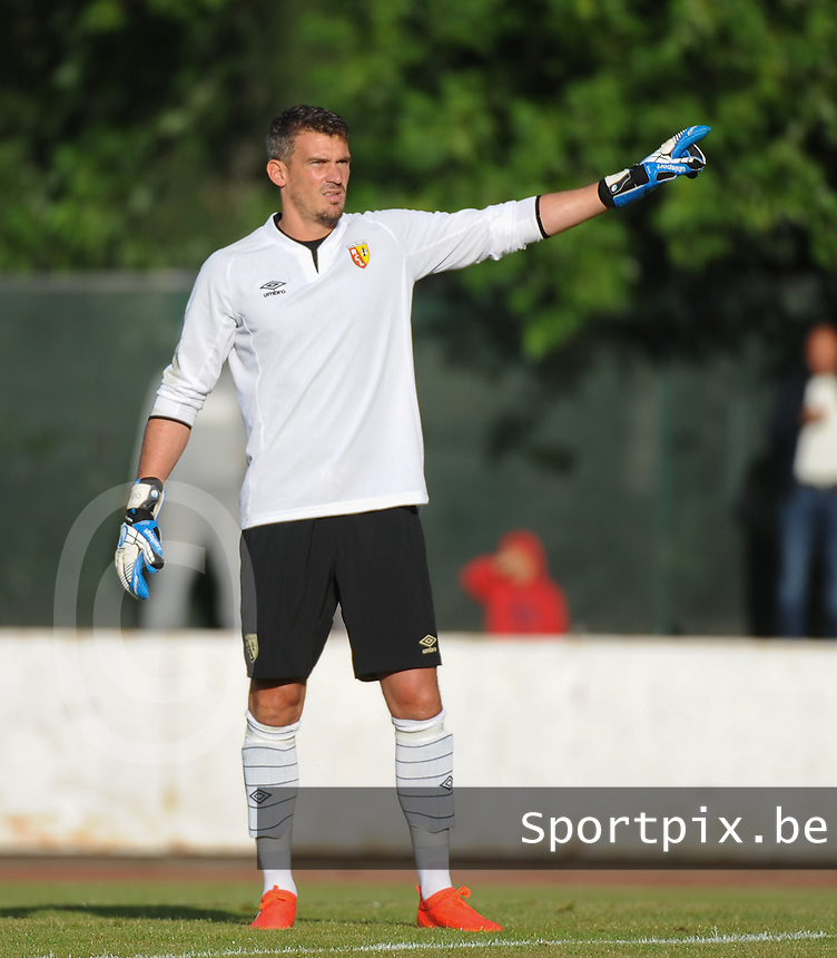 20160713 - DOUAI , FRANCE : RC Lens' Nicolas Douchez pictured during a friendly game between Racing Club de LENS and Waasland Beveren during the preparations for the 2016-2017 season , Wednesday 13 July 2016 ,  PHOTO Dirk Vuylsteke | Sportpix.Be