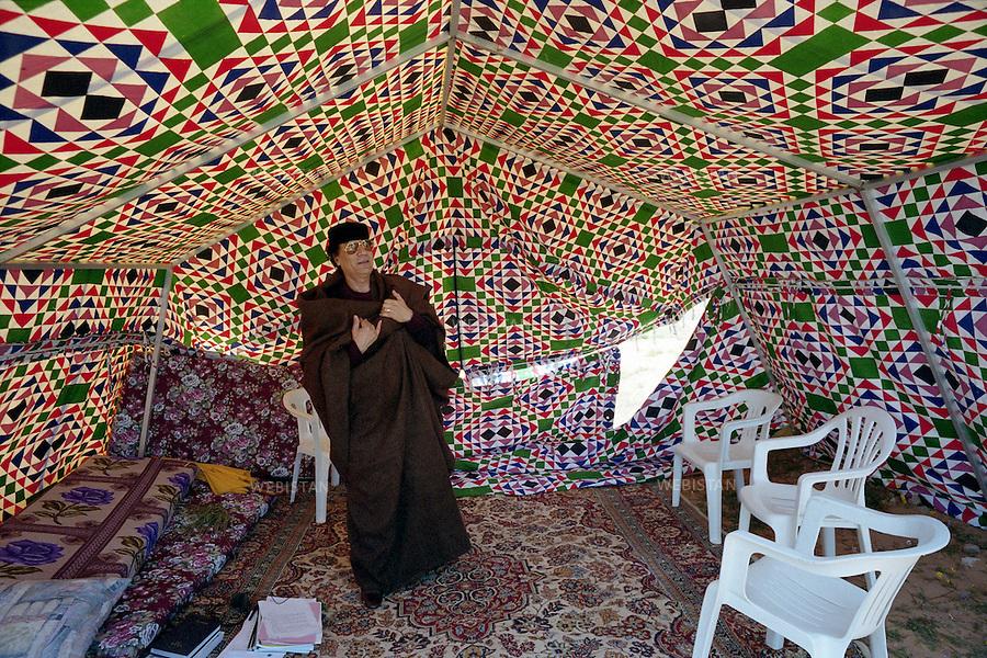 LIBYA, NEAR THE TOWN SURT-2/03/2000.The Libyan leader Muammar Abu Minyar al-Gaddafi under his tent.<br /> <br /> LIBYE, ENVIRONS DE LA VILLE DE SURT-2/03/2000. Le leader Libyen Mouammar Abu Minyar Kadhafi sous sa tente.