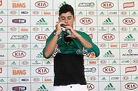 SAO PAULO,SP, 20 DE FEVEREIRO 2013 - TREINO PALMEIRAS - APRESENTAÇÃO RONDINELLY - O Diretor de futebol Carlos Brunoro apresenta novo reforço do palmeiras, o  meia Rondinelly,  na Academia de Futebol,  zona oeste da capital, na manhã  desta quarta-feira(20), a equipe se prepara para 9ª rodada do paulistão - FOTO: LOLA OLIVEIRA//BRAZIL PHOTO PRESS