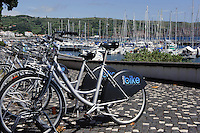 Leihfahrräder am Hafen in Horta auf der Insel Faial, Azoren, Portugal