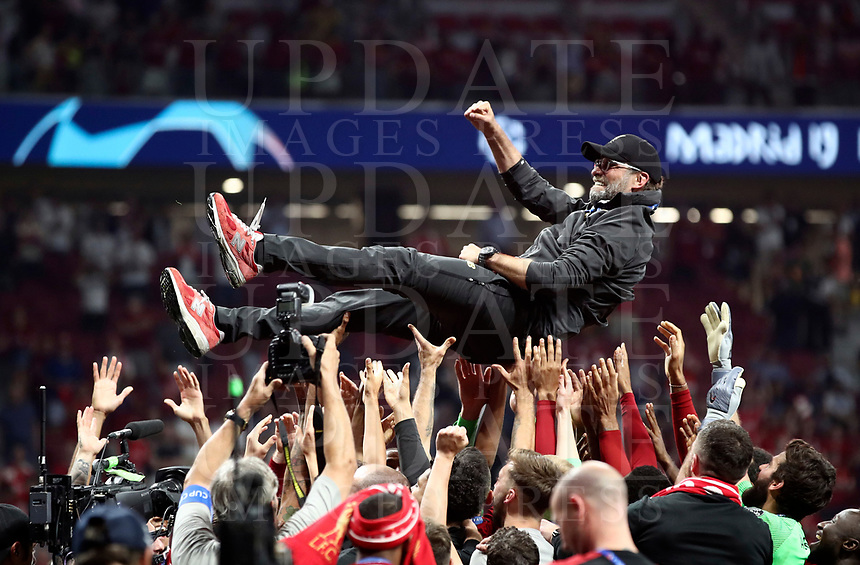 Liverpopol's coach Jurgen Klopp is celebrated by his players at the end of the UEFA Champions League final football match between Tottenham Hotspur and Liverpool at Madrid's Wanda Metropolitano Stadium, Spain, June 1, 2019. Liverpool won 2-0.<br /> UPDATE IMAGES PRESS/Isabella Bonotto