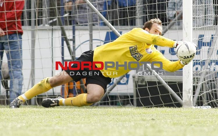 RLN 2007/2008 6. Spieltag Hinrunde<br /> BSV Kickers Emden - Wuppertaler SV Borussia 1:2<br /> <br /> Keeper Christian Maly (Wuppertal#1) <br /> <br /> Foto &copy; nph (  nordphoto  )<br /> <br /> <br /> <br />  *** Local Caption ***