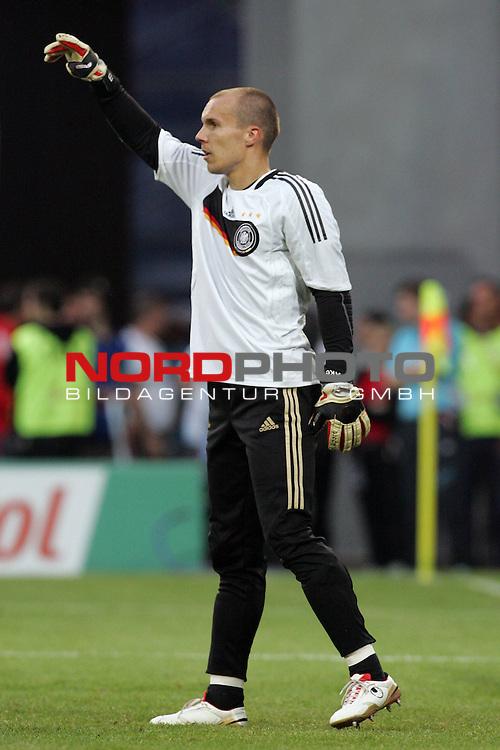 UEFA Euro 2008 Group B Klagenfurt - W&ouml;rthersee Match 04 Deutschland ( GER ) - Polen ( POL ) 2:0 (1:0). <br /> Robert Enke ( Germany / Torh&uuml;ter / Goalkeeper / Hannover #12 ) beim Aufw&auml;rmen.<br /> Foto &copy; nph (  nordphoto  )