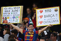 FUSSBALL   INTERNATIONAL   CHAMPIONS LEAGUE   2012/2013      FC Barcelona - Celtic FC Glasgow       23.10.2012 Barca Fan mit Plakaten