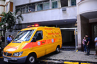 RIO DE JANEIRO, RJ, 24.09.2013 -MORTE/FAMÍLIA/FLAMENGO/RJ - Mãe, pai e filha da mesma família são achados mortos em um apartamento na Rua Paissandu, 25, no Flamengo, zona sul do Rio de Janeiro.(Foto: Marcelo Fonseca / Brazil Photo Press).