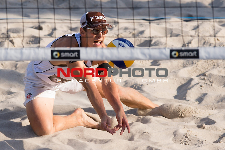 19.06.2014, Berlin, Washingtonplatz<br /> Beachvolleyball, Berlin smart Grand Slam<br /> <br /> Annahme Mischa Urbatzka (GER)<br /> <br />   Foto &copy; nordphoto / Kurth *** Local Caption ***