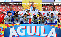 CALI - COLOMBIA, 12- 05-2019: Jugadores de Millonarios, posan para una foto, antes de partido entre América de Cali y Millonarios, de la fecha 1 de los cuadrangulares semifinales por la Liga Águila I 2019 jugado en el estadio Pascual Guerrero de la ciudad de Cali. / Players of Millonarios, pose for a photo, prior a match between America de Cali and Millonarios, of the 1st date of the semifinals quarters for the Aguila Leguaje I 2019 at the Pascual Guerrero stadium in Cali city. Photo: VizzorImage / Nelson Ríos / Cont.