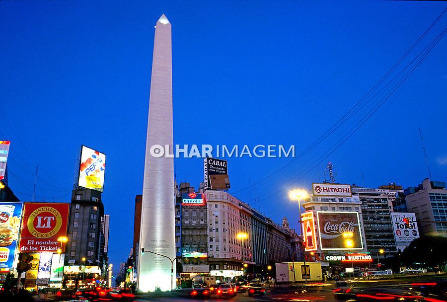 Obelisco na avenida Nove de julho em Buenos Aires. Argentina. Foto de Luciana Whitaker. Data: 1991
