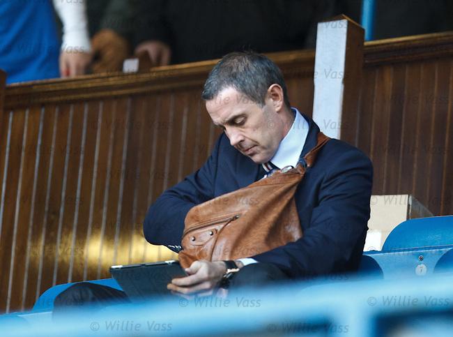 David Weir rummaging in his man bag