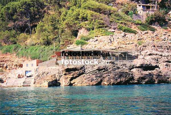 Beach bar at Deia bay<br /> <br /> Bar de la Playa en Cala Deià<br /> <br /> Strandbar in der Cala Deia<br /> <br /> 1489 x 1000 px<br /> Original: 35 mm